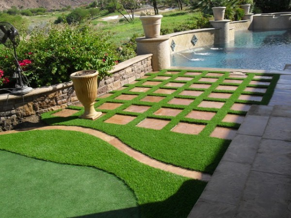 decon-landscaspr-grass